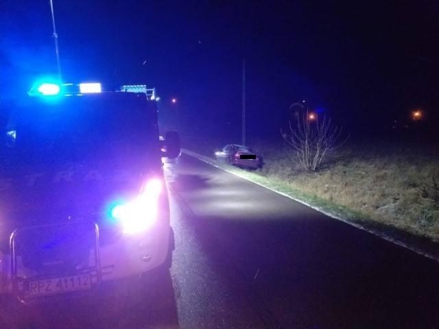 Do wypadku doszło w poniedziałek przed godz. 19, w miejscowości Świętoniowa koło Przeworska. Jak wynika ze wstępnych ustaleń policjantów, kierujący oplem,