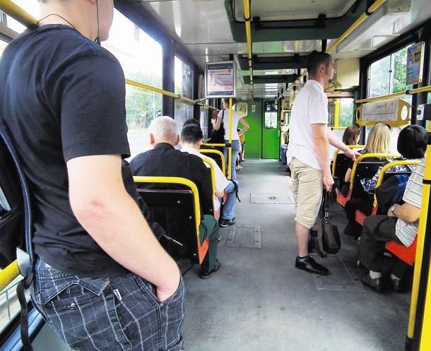 Według MPK - w najstarszych typach tramwajów temperaturę można obniżyć jedynie poprzez otwarcie okien lub uchylenie luków znajdujących się w suficie