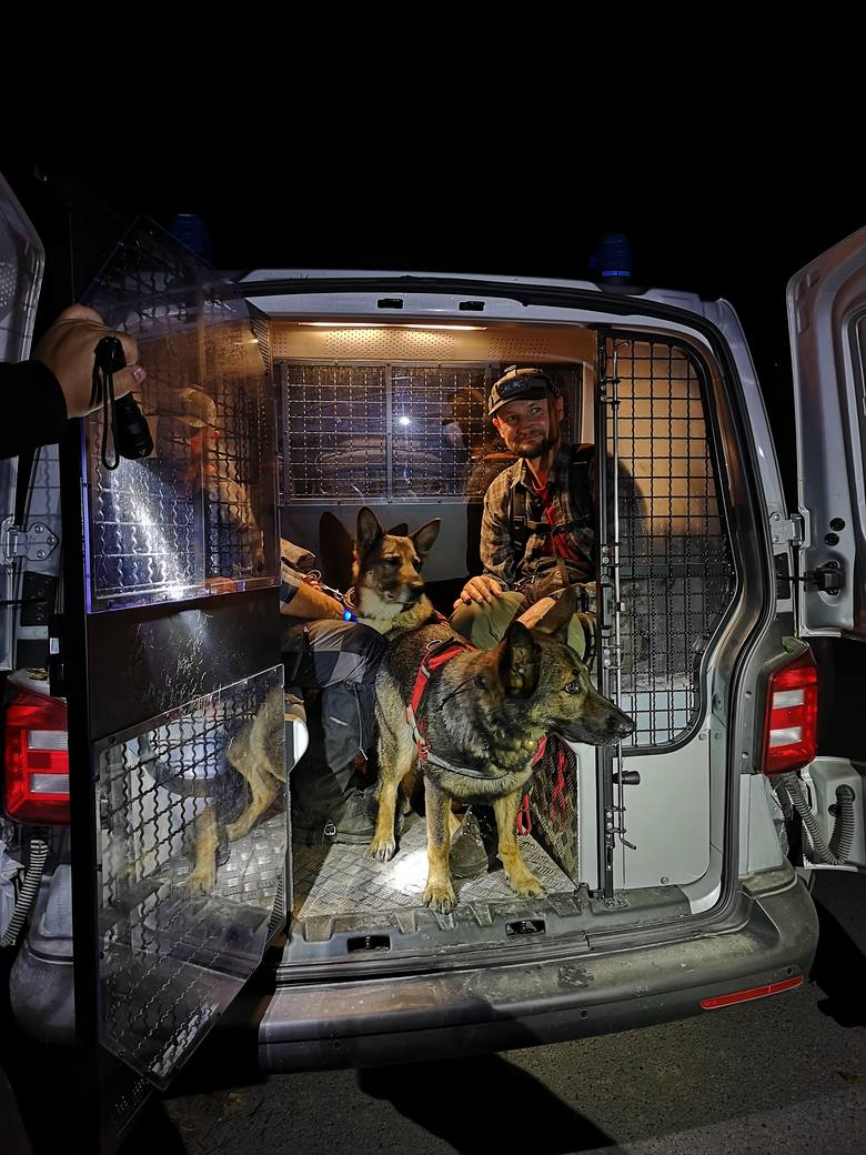 W poszukiwaniach wzięło udział 12 osób ze STORAT i OSP Niebieszczany. Pana Jana szukały psy Ozi (opiekun Marek Englot), As (Witold Sieracki), Ares (Justyna