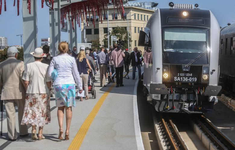 Jeden pociąg kolei aglomeracyjnej może przywieźć do miasta tylu pasażerów co kilkaset samochodów. Taki środek lokomocji jest szybki, wygodny i przede wszystkim niezależny od problemów na drogach