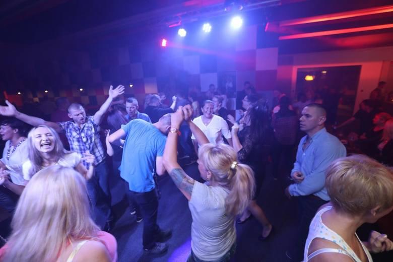 Najlepsze miejsce wiele stylów najlepiej autentyczne Disco Polo Night przyciągnęło tłumy. Szaleństwa na parkiecie ...