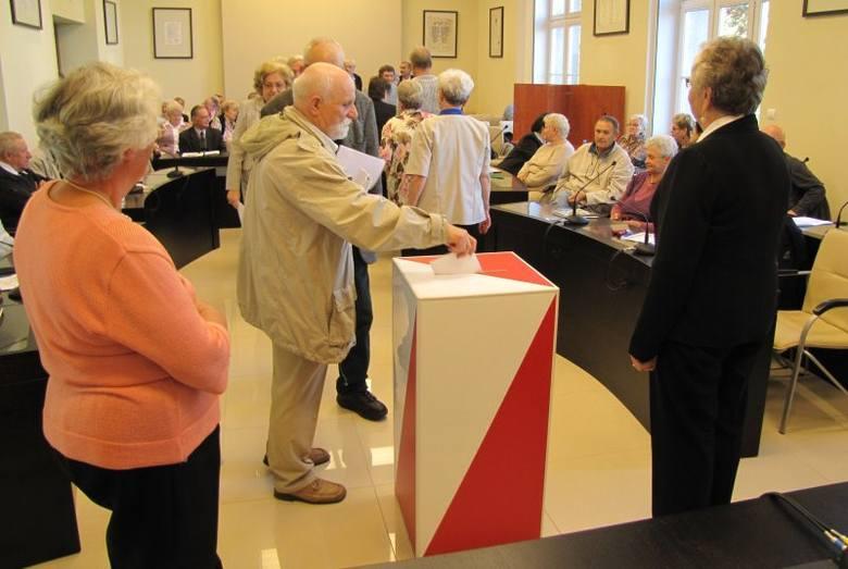 Kadencja rady trwać będzie 4 lata. Radni wybrani zostali spośród członków organizacji, które działają na rzecz środowisk osób starszych.