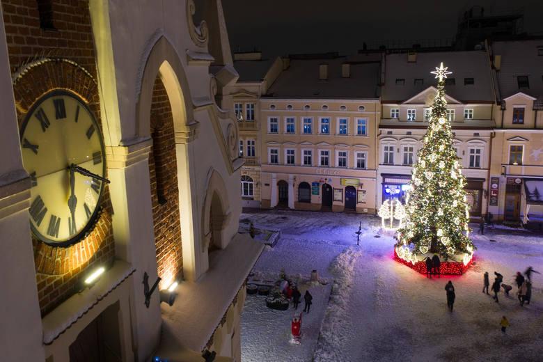 Rzeszowski rynek w zimowej scenerii [ZDJĘCIA]