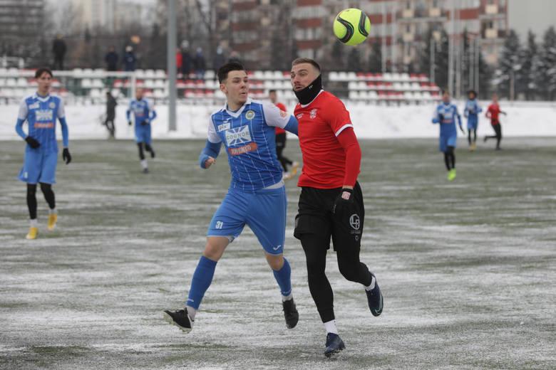 Apklan Resovia - Hutnik Kraków 3:0 (0:0)Bramki: Wasiluk, Domoń, Feret.Apklan Resovia wygrała 3:0 z Hutnikiem Kraków w sobotnim sparingu [CZYTAJ WIĘC