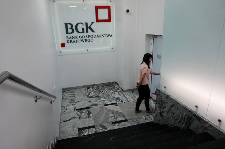 Z uwagi na spodziewane dalsze spowolnienie gospodarcze, banki zaostrzyły kryteria przyznawania kredytów dla firm i zaczynają ostrożnie podchodzić do