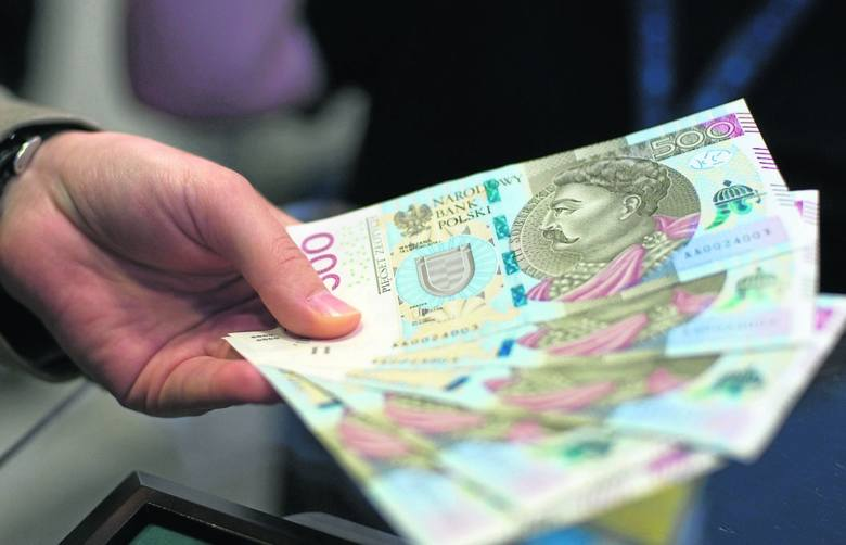 500 plus to świadczenie, z którego korzysta wiele polskich rodzin mających potomstwo w wieku do 18 lat. W 2021 roku program Rodzina 500 Plus czekają