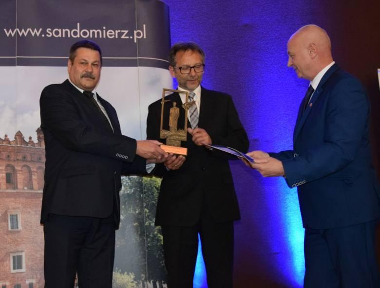 1.Nagrodę dla Społecznego Komitetu Odnowy Cmentarza Katedralnego odebrali Wojciech Czerwiec  i Waldemar Białousz.