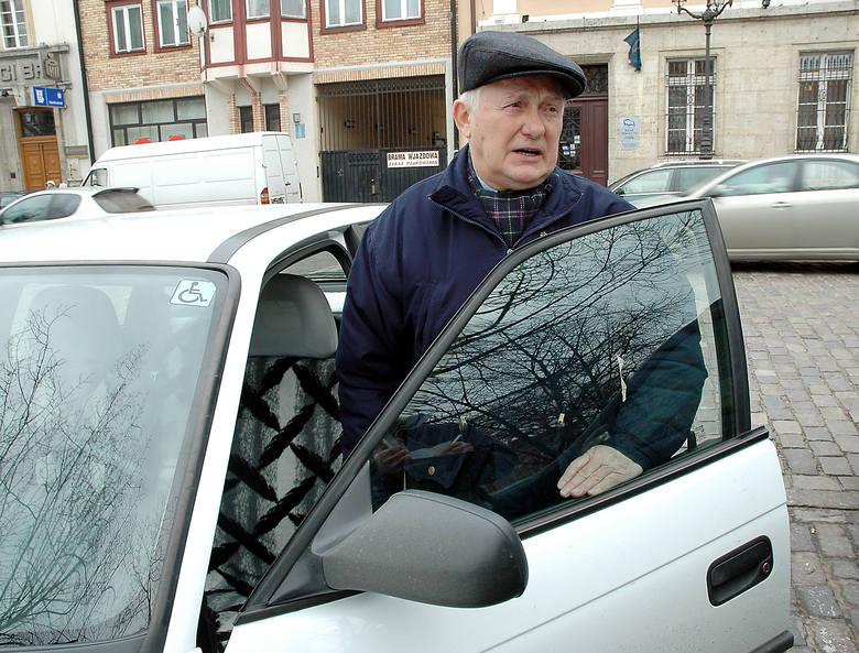 - Pierwsze prawo jazdy zrobiłem w 1959 roku - mówi Mieczysław Pacak, 70-letni emeryt ze Szczecina. - Jeżdżę ponad czterdzieści lat i nigdy - odpukać