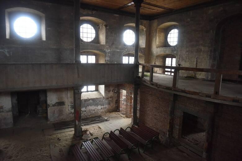 W 1945 r. z Babimostu wysiedlono ludność niemiecką, w tym większość ewangelików i od tego czasu kościół jest nieczynny. I od tego czasu wzbudza zainteresowanie
