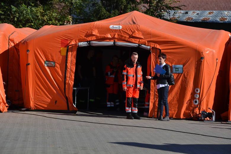 Widowiskowe manewry służb ratowniczych w Państwowej Wyższej Szkole Zawodowej