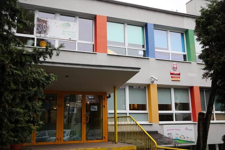"""8 marca Bank BNP Paribas rozpoczął program """"Gdzie są nasze Patronki?"""", w którym zachęca szkoły do przyjmowania nazwisk patronek."""
