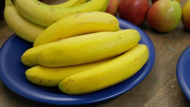 Skórki bananów można wykorzystać jako nawóz - w szczególności do roślin kwitnących i pomidorów, ale nadaje się do wszystkich roślin, także doniczkow