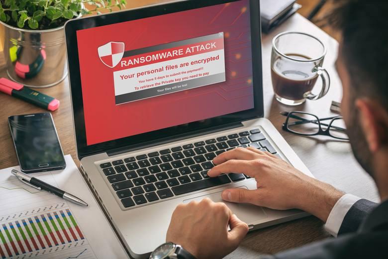 Istotne jest myślenie kategoriami cyberochrony: nie zostawiamy przecież dowodu osobistego byle gdzie: podobnie jest z bezpieczeństwem danych online.