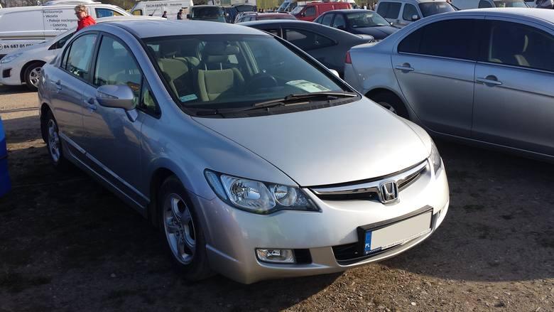 19. Honda Civic. Silnik 1,8 benzyna, rok produkcji 2007, cena 21000 zł.