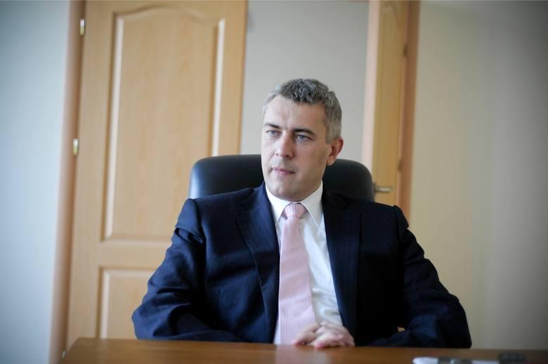 Mecenas Roman Giertych wraca do domu. Sąd nie uznał za prawdopodobne zarzutów stawianych przez prokuraturę