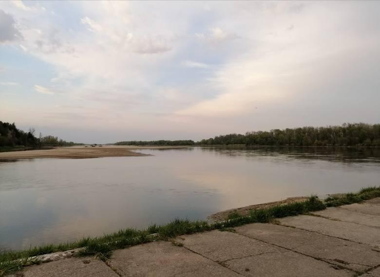 Stan wody na Wiśle w okolicy Solca nad Wisłą jest bardzo niski. Nie lepiej wygląda to w przypadku jej dopływów.