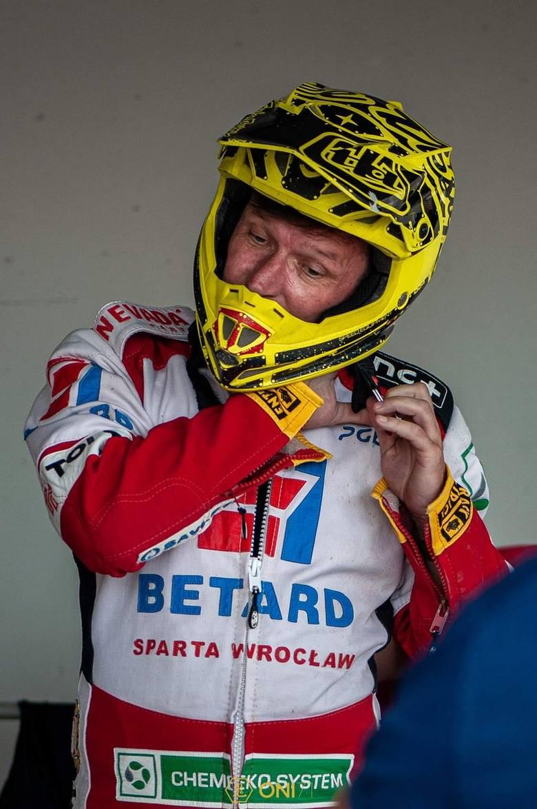 Dariusz Śledź swoją zawodową karierę skończył w 2007 roku. W tym tygodniu 49-letni trener Betardu Sparty Wrocław pożyczył natomiast sprzęt od Przemysława