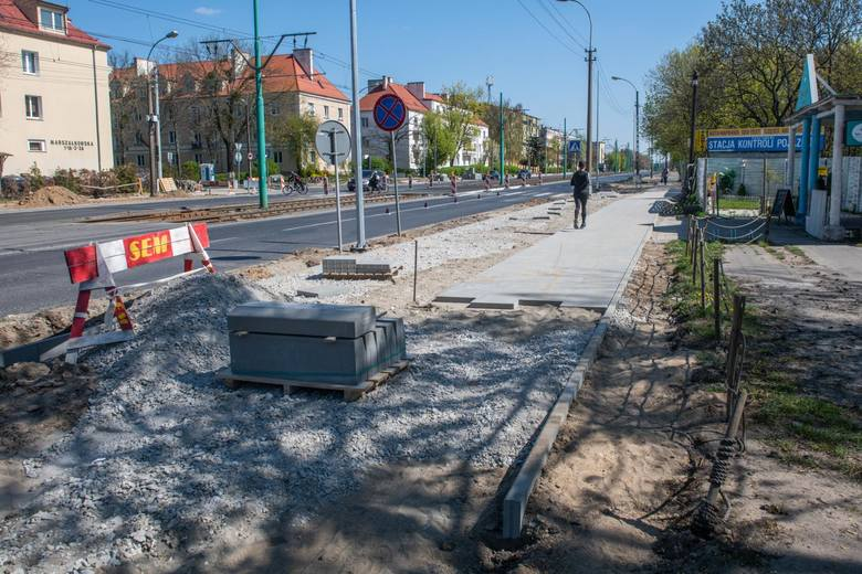 Obecnie budowany jest odcinek drogi rowerowej dochodzący do ul. Grochowskiej - jego budowa ma zakończyć się w trzecim kwartale tego roku.