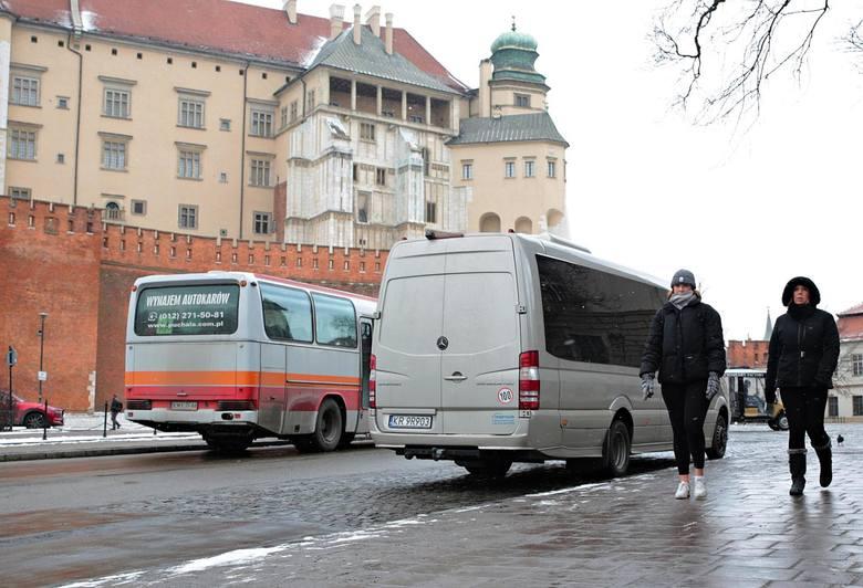 9.(ex aequo) Kierowcy busów dowożących do Krakowa uczniów, studentów i pracowników z całej Małopolski. Tzw. busiarze zapewniają od 30 lat sprawne połączenia