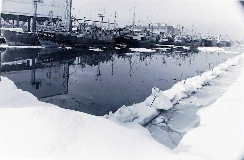 Port Ustka w zimie stulecia.