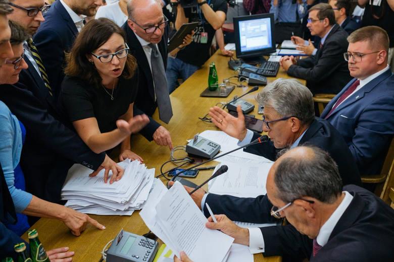 Posłowie opozycji zapowiedzieli złożenie zawiadomienia do prokuratury, po tym jak posłanka PiS Krystyna Pawłowicz obrażała na sejmowej komisji rzecznika