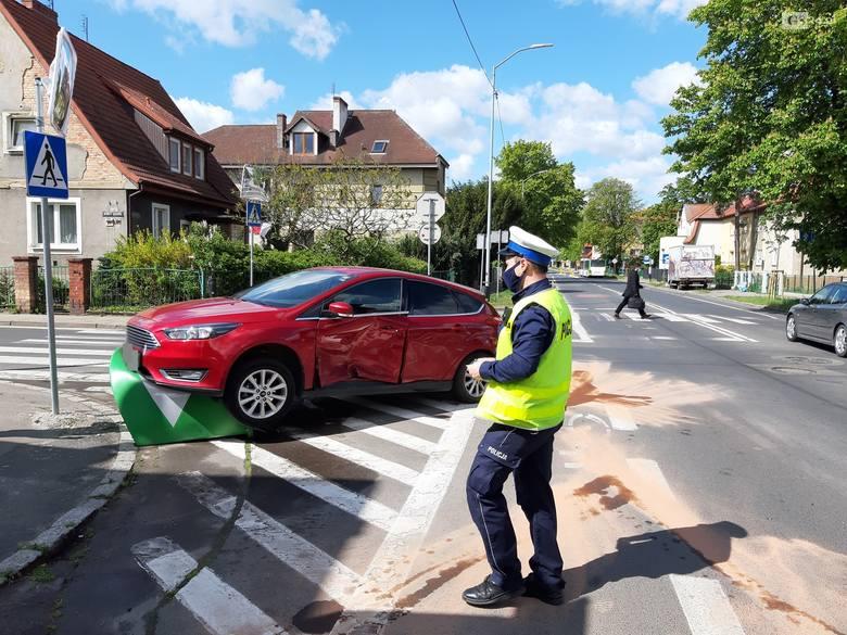 Kolizja na skrzyżowaniu ulic Łukasińskiego i Reduty Ordona w Szczecinie. Na tej krzyżówce często dochodzi do stłuczek