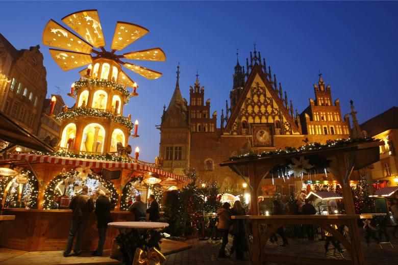 Dziś we Wrocławiu ruszył Jarmark Bożonarodzeniowy! Sprawdziliśmy, co można na nim znaleźć ciekawego! Sami zobaczcie. Obejrzyjcie zdjęcia i filmiki. Kolejne