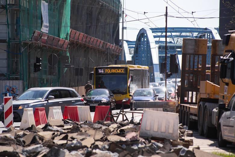 Po zamknięciu skrzyżowania ulic Jagiełły i Dmowskiego wydawało się, że gorzej już być nie może. Niestety będzie -  przed wrocławskimi kierowcami kolejne