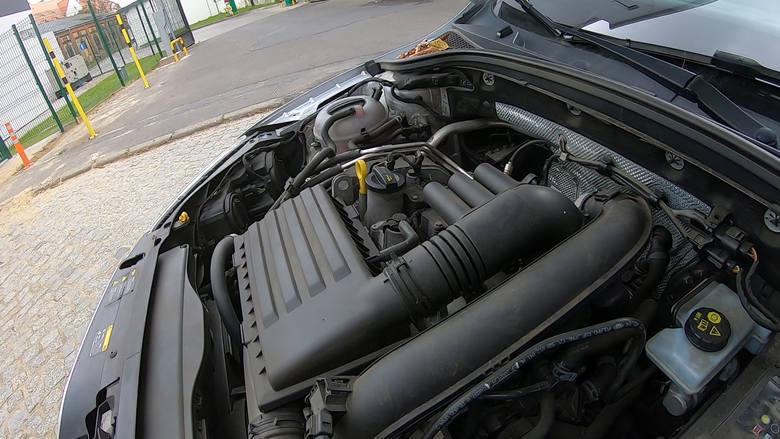Dodatkowe uwagi dotyczą również nieprawidłowej pracy silnika, a dokładnie falowania obrotów podczas ruszania ze sprzęgła.