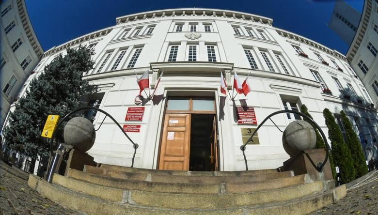 - W listopadzie pracownicy Kujawsko-Pomorskiego Urzędu Wojewódzkiego w Bydgoszczy otrzymali okolicznościowe nagrody z okazji Dnia Służby Cywilnej. W