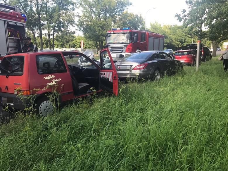 31-letnia kierująca fiatem cinquecento nie zachowała należytej ostrożności i najechała na tył osobowego mercedesa, kierowanego przez 54-letnią kobietę.Opolskie