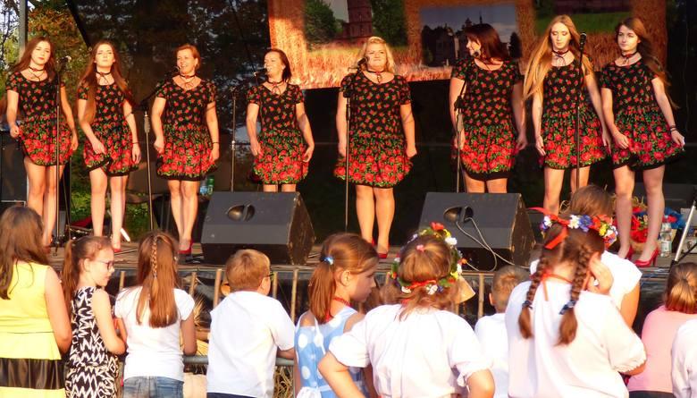 Zespół śpiewaczy Gabułtowianki z Gabułtowa świętuje piątą rocznicę działalności.
