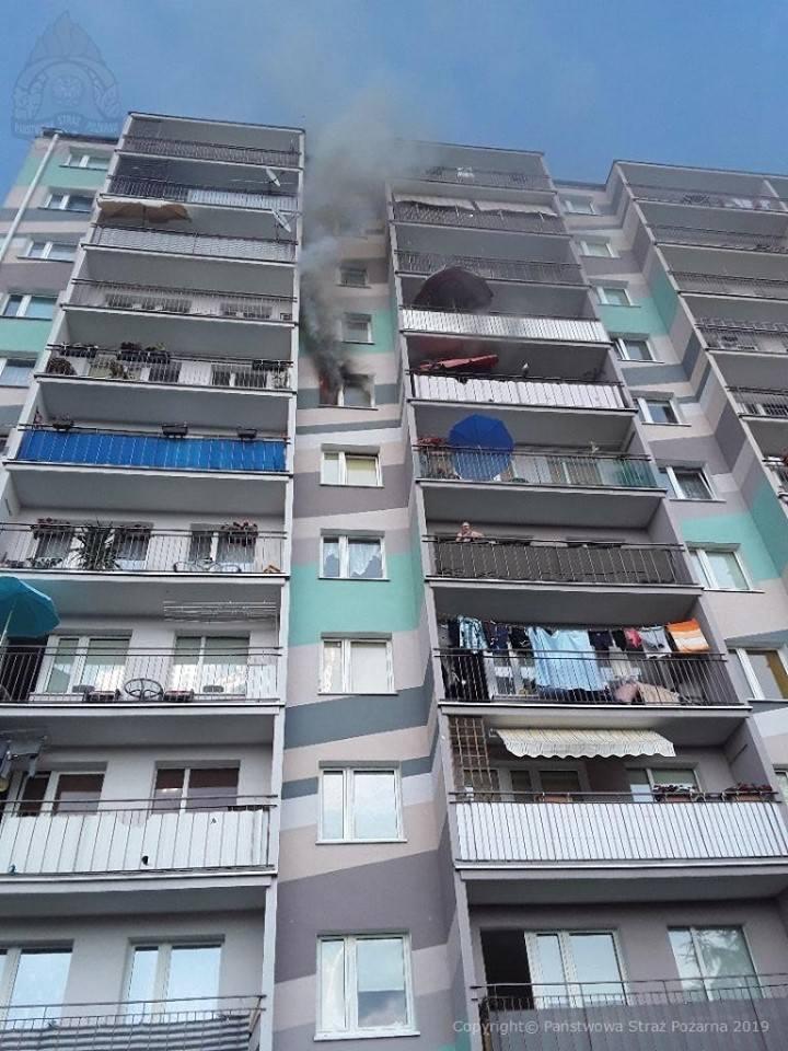Pożar mieszkania w bloku przy ul. Sucharskiego w Skierniewicach