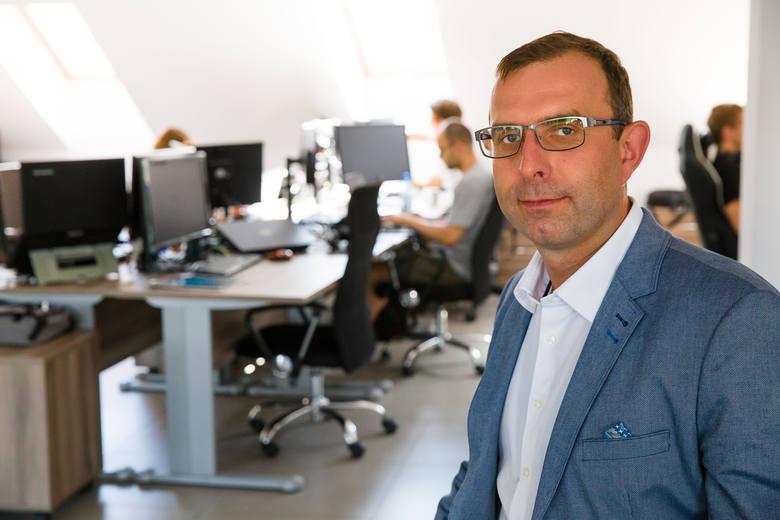 Jesteśmy jak komandosi – mówi Robert Strzelecki, wiceprezes Grupy TenderHut i prezes należącej do niej spółki SoftwareHut
