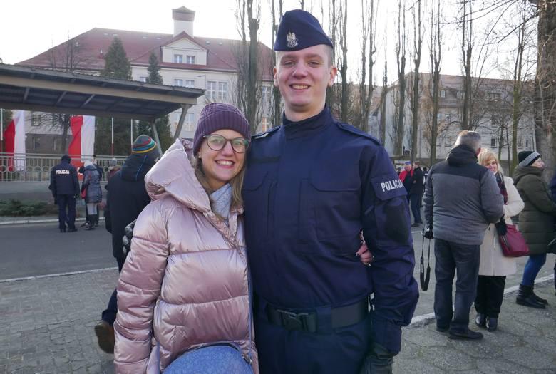 Świadkami ślubowania nowych policjantów były ich wzruszone rodziny i znajomi.