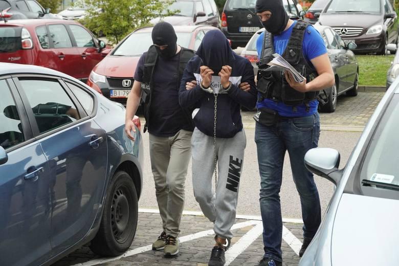 Radosław C. był tymczasowo aresztowany. Po kilku tygodniach sąd wypuścił go jednak na wolność. W procesie oskarżony będzie odpowiadał z wolnej stopy