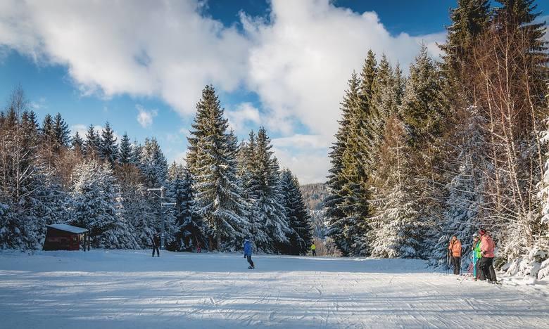 CzechyW Czechach w tym sezonie raczej nie pojeździmy na nartach. W tym kraju obowiązuje stan wyjątkowy spowodowany koronawirusem i od 9 listopada wjazd