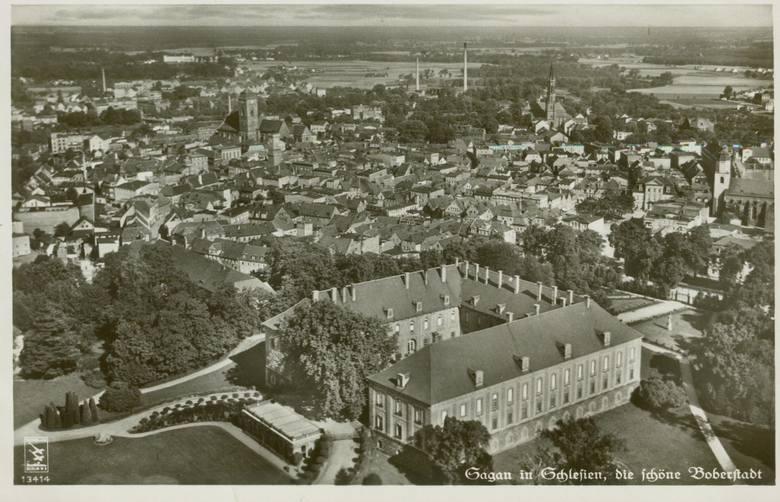 Widok na pałac z lotu ptaka.