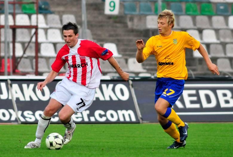 Grał w Cracovii w latach 2009 - 2010, wystąpił w 16 meczach, strzelił 4 bramki (jedna z nich to gol w derbach z Wisłą, wygranych 1:0 na stadionie w Sosnowcu).