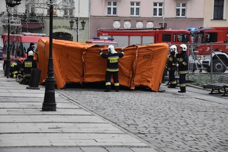 Służby pracują również w budynku urzędu przy ul. Kościuszki.<br /> <strong>Przejdź do kolejnego zdjęcia ---></strong><br />