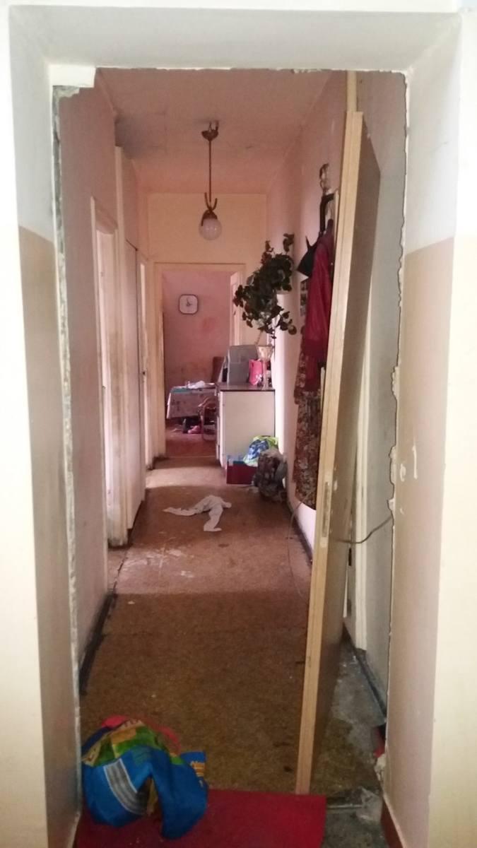 Pracownicy terenowi działu windykacji spółki ZKZL na miejscu mogą sprawdzić, czy dłużnik dba o mieszkanie. Często jest ono w opłakanym stanie. Tak wygląda często lokal, który spółka odzyskała