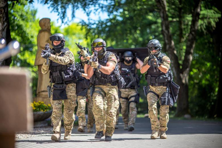 Koordynację  służb i samorządów oraz postępowanie uczniów, nauczycieli oraz dyrekcji szkoły w przypadku działań terrorystycznych ćwiczono  w  Zespole