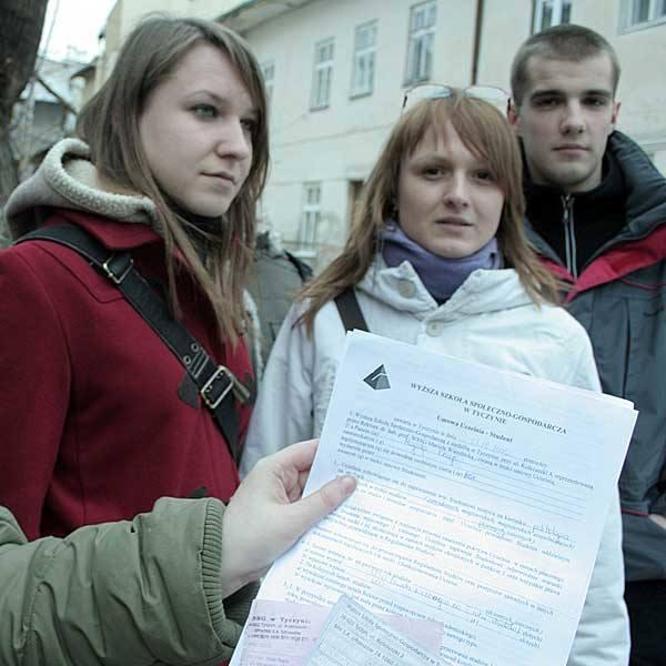 Grupa byłych studentów Wyższej Szkoły Społeczno-Gospodarczej domaga się zwrotu pieniędzy od uczelni
