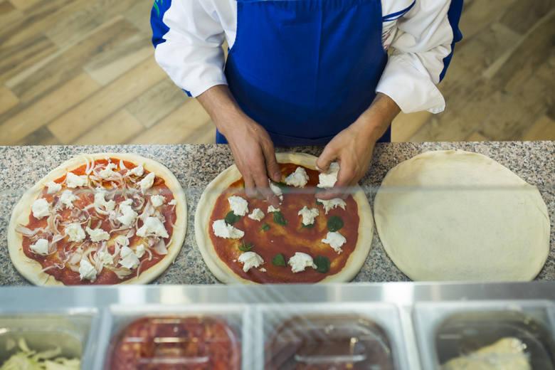 Najpopularniejszym rodzajem tego włoskiego przysmaku od lat jest Capricciosa.. Na podium znalazły się również Margherita oraz Pepperoni. Dużą popularnością