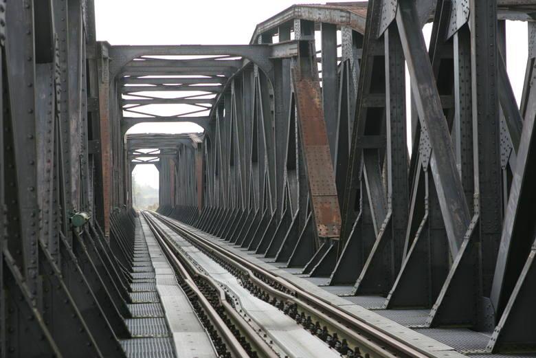 Most kolejowy nad Odrą między Kostrzynem, a Kietz, zostanie rozebrany i wybudowany od nowa. To będzie się wiązało z utrudnieniami dla osób jeżdżących