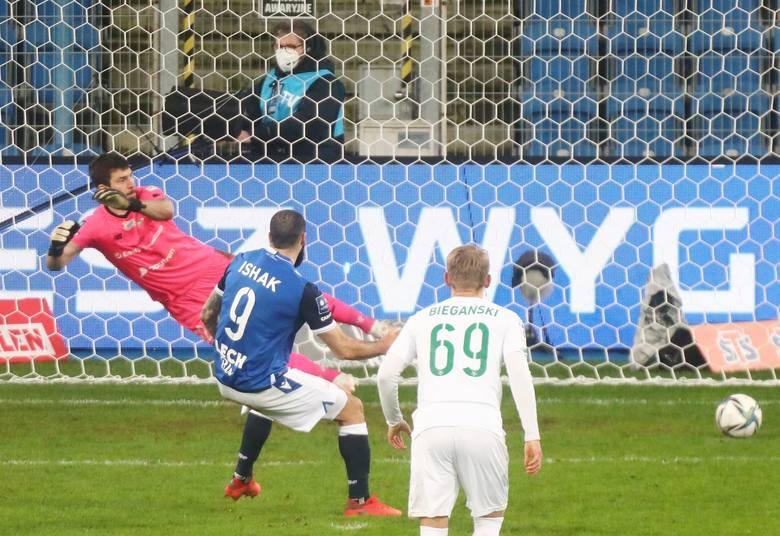 Lech Poznań rozbija Lechię Gdańsk 3:0. Kolejorz rozkręcił się po przerwie i przełamał fatalną serię pięciu meczów bez zwycięstwa