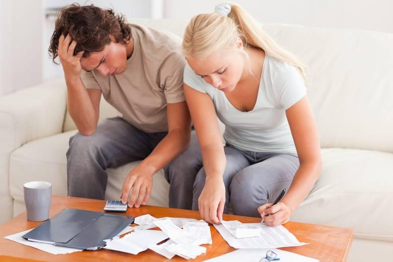 Utrata pracy, choroba, wypadek, śmierć bliskiej osoby – przyczyn pogorszenia sytuacji finansowej może być wiele. Najemca lokalu komunalnego, który ma
