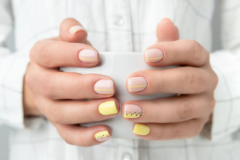 paznokcie na jesień 2020 wzory inspiracje kolory modne paznokcie na jesień