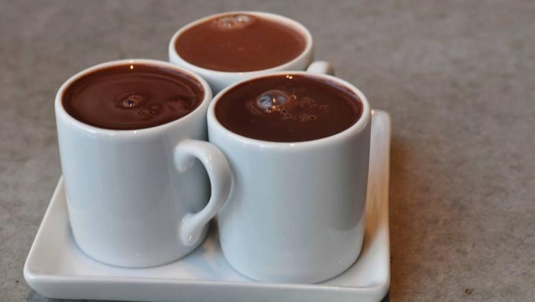 Do śniadania ze świeżym pieczywem. Po kolacji, na dobranoc. Kakao to kolejny rarytas z czasów, kiedy na półkach stała niekiedy tylko musztarda i ocet.