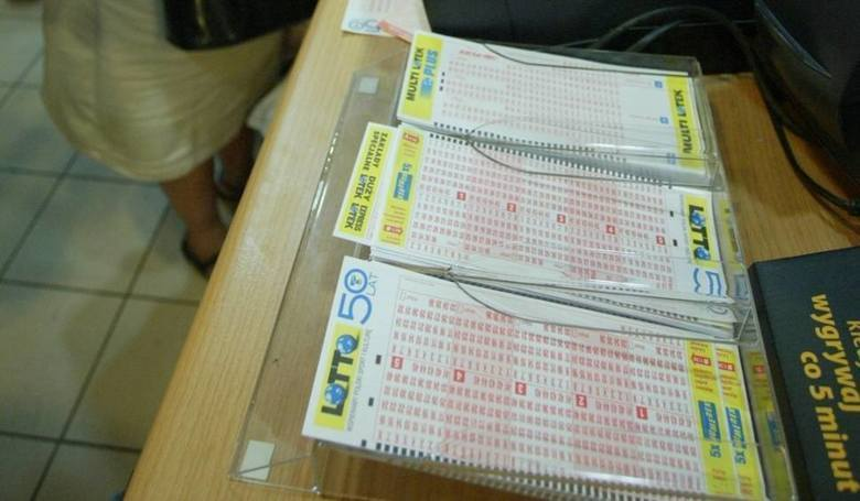 Szczęśliwe liczby to 11, 14, 20, 27, 30, 35. Wygraną podzieliło pomiędzy siebie trzech szczęśliwców.